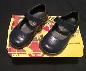 Girls navy shoes. Child size 9. Great condition.