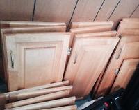 Lot de 19 portes armoires cuisine merisier