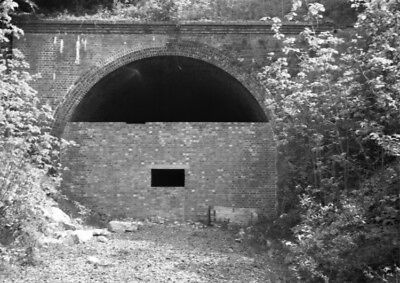 PHOTO  EASTERN PORTAL OF CHEDWORTH TUNNEL IN MAY 1966
