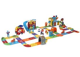 Toot toot drivers bundle brand new includes supercity, airport and 3 extra everyday vehicles