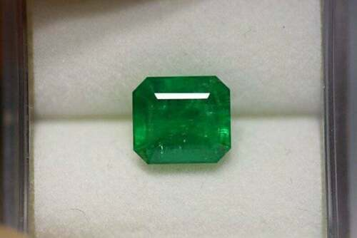 100% Natural Certified Green emerald Loose gemstone Emerald Shape 4.50 Carat