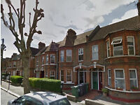 Lovely Two, Double Bedroom, Ground Floor Flat,Close to Blackhorse Station.