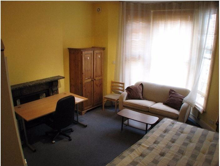 Lovely bright double studio with own shower and kitchen area W14