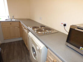 Room to LET £80 PW INCLUDING BILLS Dewsbury Town Centre DSS Accepted