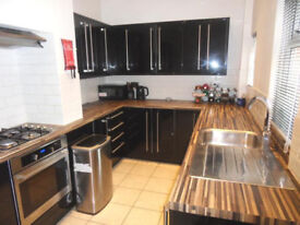 HOUSE SHARE CLOSE TO WAKEFIELD CITY CENTRE £80pwINC BILLS AND WIFI