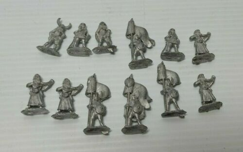 15mm Irregular Miniatures FWM8  Warrior Woman Standard Bearer Fantasy