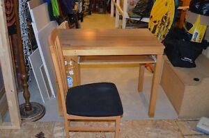Maple Desk and Chair Peterborough Peterborough Area image 2