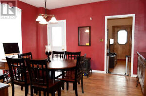 5 BEDROOM HOUSE MINUTES AWAY FROM UNIVERSITY PRIME LOCATION!