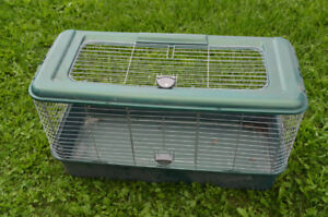 Green plastic cage for Rabbits or Guinea pigs