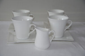Maxwell Williams 4 Cups and 4 Square Saucers