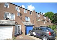4 Bedroom Town House-Garden-Modern-Off Street Parking-Great Access City-Canary Wharf-Queen Mary Uni