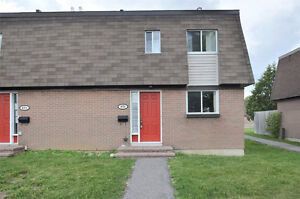UPDATED TOWNHOME FOR RENT IN CRESTVIEW/MEADOWLANDS
