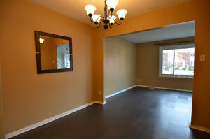 3 bedroom 2 bathroom north end townhouse  available 1  parking Sarnia Sarnia Area image 6
