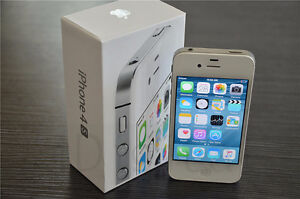 White 16gb iPhone 4s + Charger (excellent contition) Kitchener / Waterloo Kitchener Area image 1