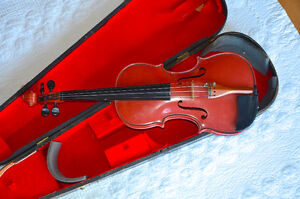 Vinyl Violin with antique case