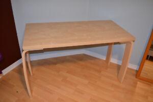 Table IKEA en parfait état