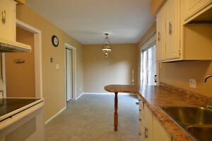 3 bedroom 2 bathroom north end townhouse  available 1  parking Sarnia Sarnia Area image 7