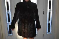 Manteau de foururre en vison noir très peut porté valeur $5450.