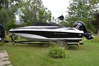 Crownline 19 XS  ( seulement 32 heures )