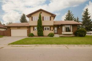 Move in ready family home for rent in the West end of Edmonton!