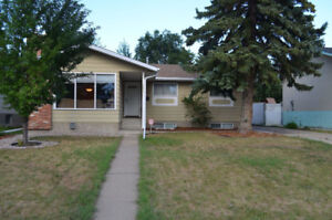 3 Bed/2 Bath Main Floor w/ In Suite Laundry - Utilities Included