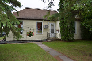 Great Starter Home in Teulon! Spacious 2 Bedroom Bungalow
