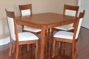 Maple dining room chairs w/ 4 chairs