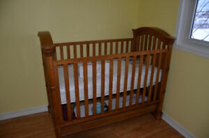 Solid wood crib that converts to toddler bed,