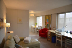 Grosvenor's Finest Suites - Awesome Furnished One Bedroom
