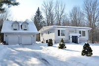 MOVE-IN READY CUMBERLAND ESTATES DETACHED HOME ON LARGE LOT