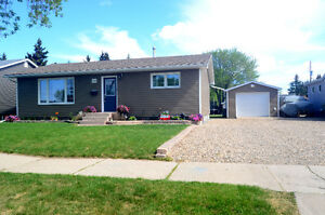 House for Sale in Melville Move in Ready! Great Neighborhood!