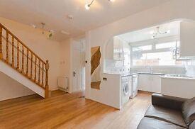 5 bedroom house in Laverstoke Gardens, London, SW1