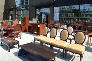 Entrepôt rempli de meubles usagés Recups.com, Mirabel.