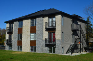 Condo à Beauharnois, 5 min de Aut 30, get the key today!