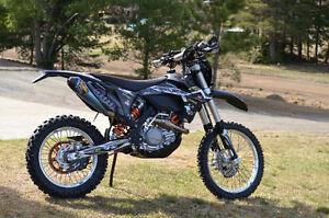 Heavily Customized KTM 500 EXC - The Ultimate Dual Sport Weapon!