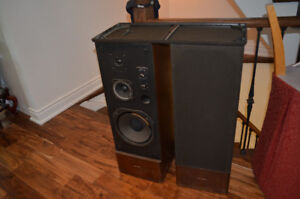 Vintage RADIO SHACK Realistic OPTIMUS T-120 Speakers