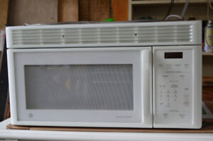 Microwave oven with power Vent