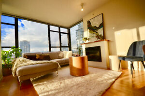 * TRULY A GEM! DON'T MISS OUT! UPSCALE CONDO!*