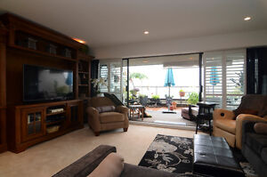 Panoramic views West Van Townhouse-like condo for SALE North Shore Greater Vancouver Area image 3