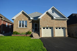 IMMACULATE BUNGALOW! 21 Ellis Cres, Lindsay, ON