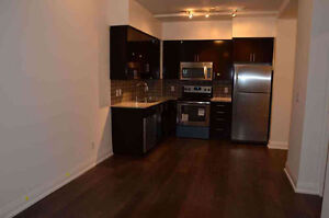 1 Bedr. & Comp. Study Luxury Condo in Thornhill