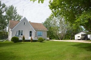 Incredible Updated Character Home, Located in East Selkirk!!