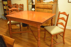 Lovely Solid Maple Dining Table w Six Chairs