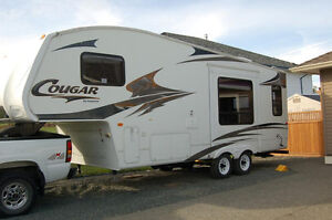 24ft Cougar Fifth Wheel.