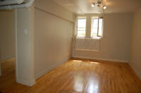 LARGE 4-1/2 RENOVATED IN LOWER WESTMOUNT