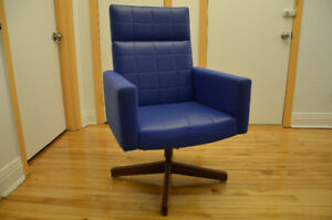 Authentic rare Knoll Executive chair by Vincent Cafiero