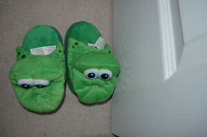 Kids small Stompee slippers - like new!
