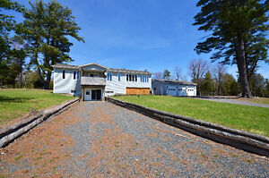 3 BED BUNGALOW - HUGE HOBBY FARM - CLOSE TO AMENITIES