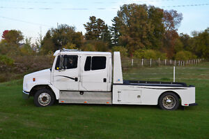 2000 Freightliner FL-60 business class semi with sport chassis