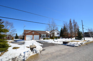 SCUGOG LAKE! WELL MAINTAINED BUNGALOW! 28 O'Reilly Lane!